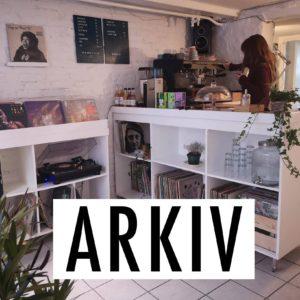 Ny kaffebar med vinyler & fotografi